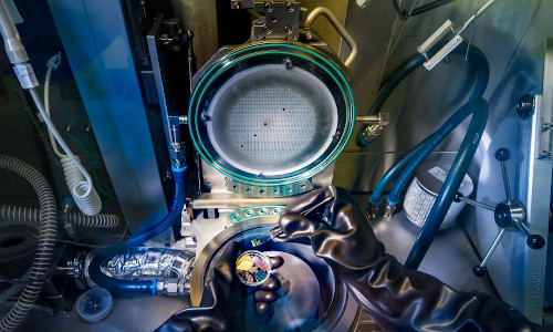 This is the machine Eindhoven University of Technology physicist Erik Bakkers and his colleagues used to grow hexagonal silicon alloy nanowires.